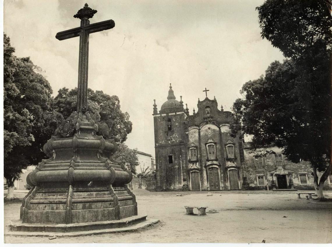 Cruzeiro  e igreja do Carmo - Copy